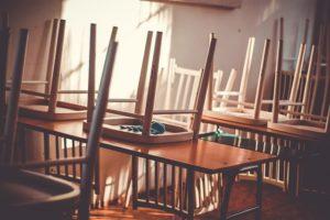 Dětské básničky: Osiřela naše škola (z rubrik Básničky o škole, Básničky o létu)